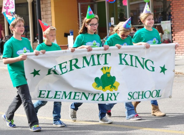 Students from Kermit King march along the parade route.