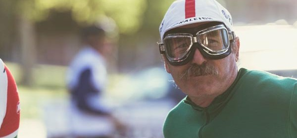 An attendee at the recent Eroica festival dons a vintage helmet and goggles. Photo courtesy Tyler Frasca.