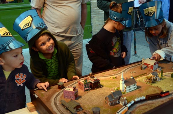 Kids-and-model-trains