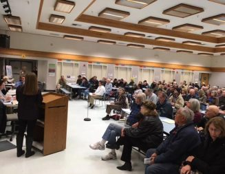 Hundreds turn out for groundwater management meeting