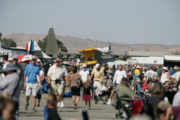 Crowds-at-the-Paso-Robles-Airport
