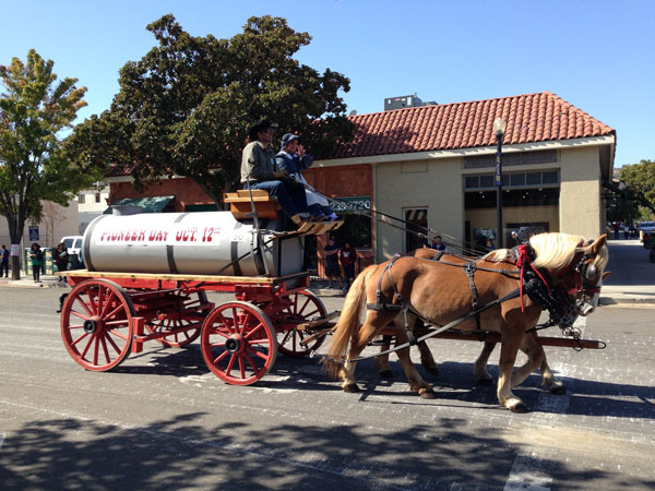 pictures of pioneer day parade.