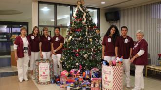 Twin-Cities-Student-Volunteers-Donate-to-Season-of-Hope-2013