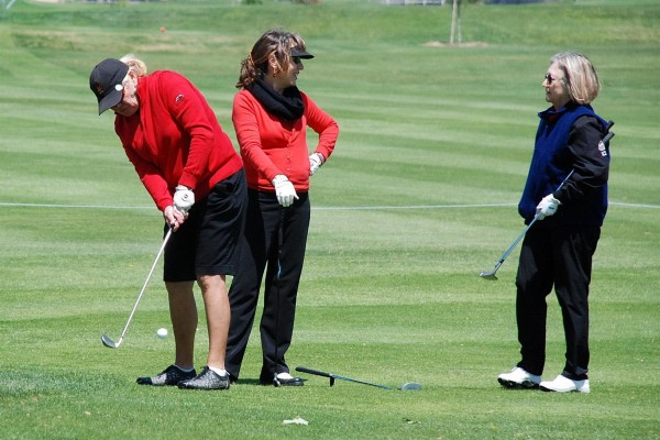 Sharon Ross chipping onto the green. Courtesy photo.