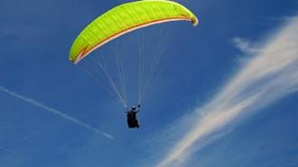 Paraglider dies
