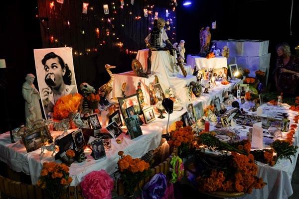 dia de los muertos altar via vega