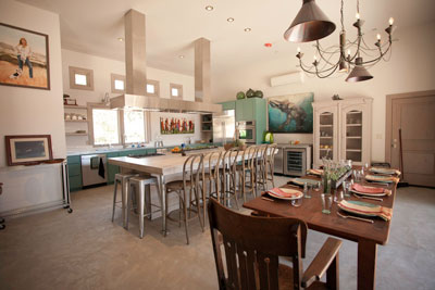 Refugio Paso Robles offers two vacation suites and a fully-equipped kitchen.