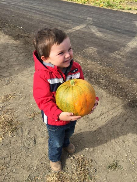 kid-with-pumpkin