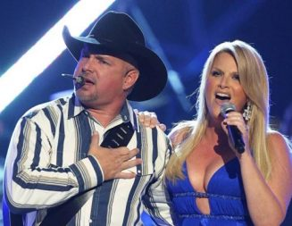 Garth Brooks concert sells out in 30 seconds