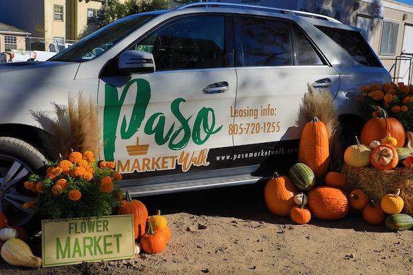 Paso market walk merchants