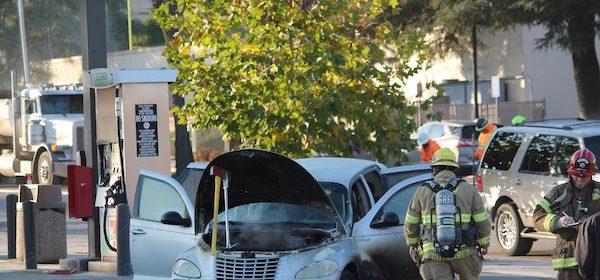 Crews extinguish vehicle fire in 7/11 parking lot
