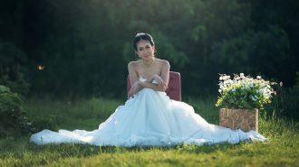 wedding-by-zoom-video-conferencing-bride