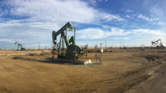 Oil-fields-at-Lost-Hills-in-Kern-County