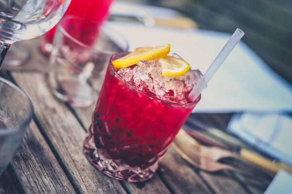 State senator introduces law to allow restaurants to keep serving cocktails to-go